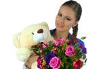 Frumoasele flori în braţele frumoasei fete!