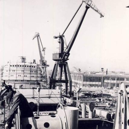 1969 Santierul Naval Galati. Asamblarea unui mineralier