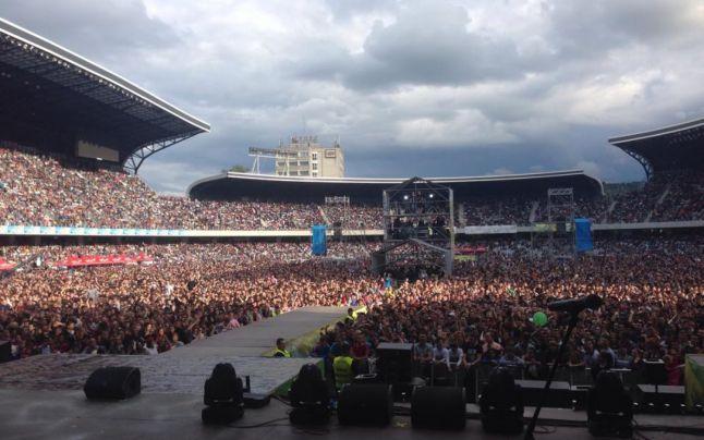 Primarul de Iasi nuiduit de  zeci de mii de tineri adunaţi pe Cluj Arena pentru concertul Forza Zu  FOTO Facebook